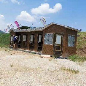 泓洁金属雕花板环保移动厕所出货上林滑翔伞基地